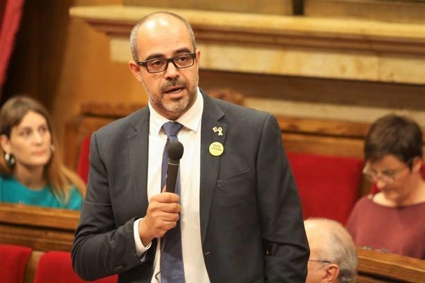 Sindicatos de Mossos piden la dimisión del consejero de Interior y dejar al cuerpo al margen de la política