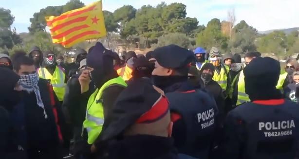 El vídeo que demuestra la tibieza de los mossos con los CDR