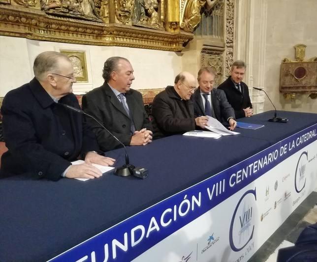 Carlos Cutillas (Mutua Madrileña) y Fidel Herráez (arzobispo de Burgos) firman convenio de colaboracion