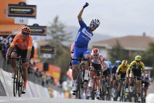 Alaphilippe impone su fuerza en la segunda etapa y Adam Yates se coloca líder en la Tirreno-Adriático