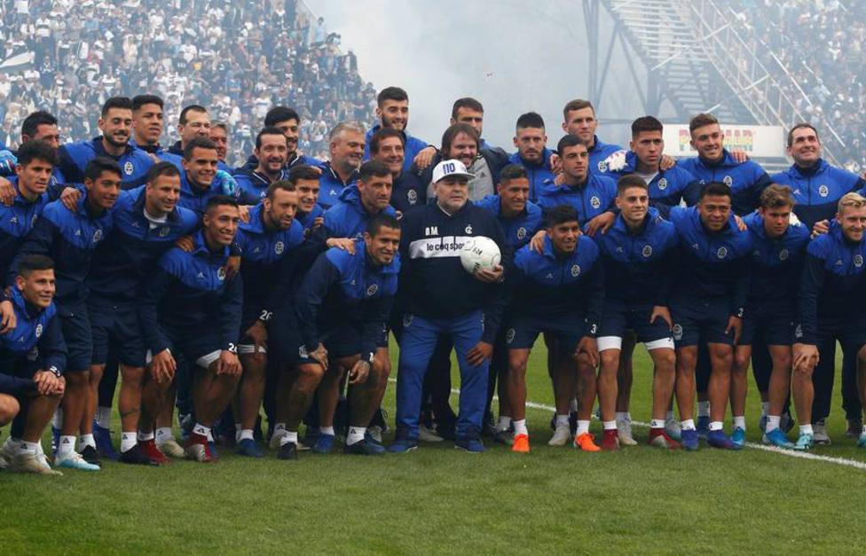 Primer entrenamiento de Maradona con el Gimnasia y Esgrima La Plata