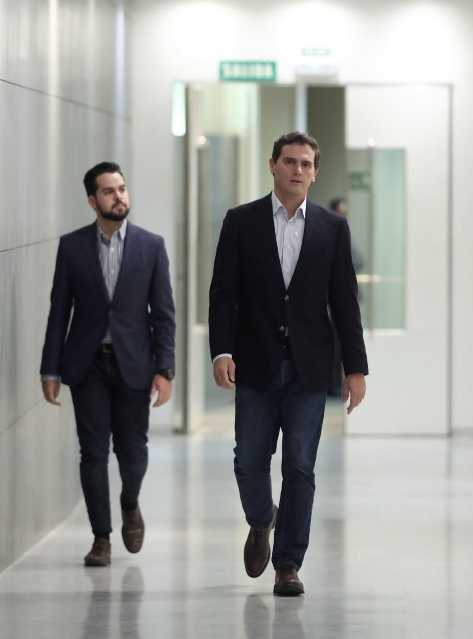 Rivera dice que Sánchez está más solo que nunca por no querer negociar un acuerdo con Podemos