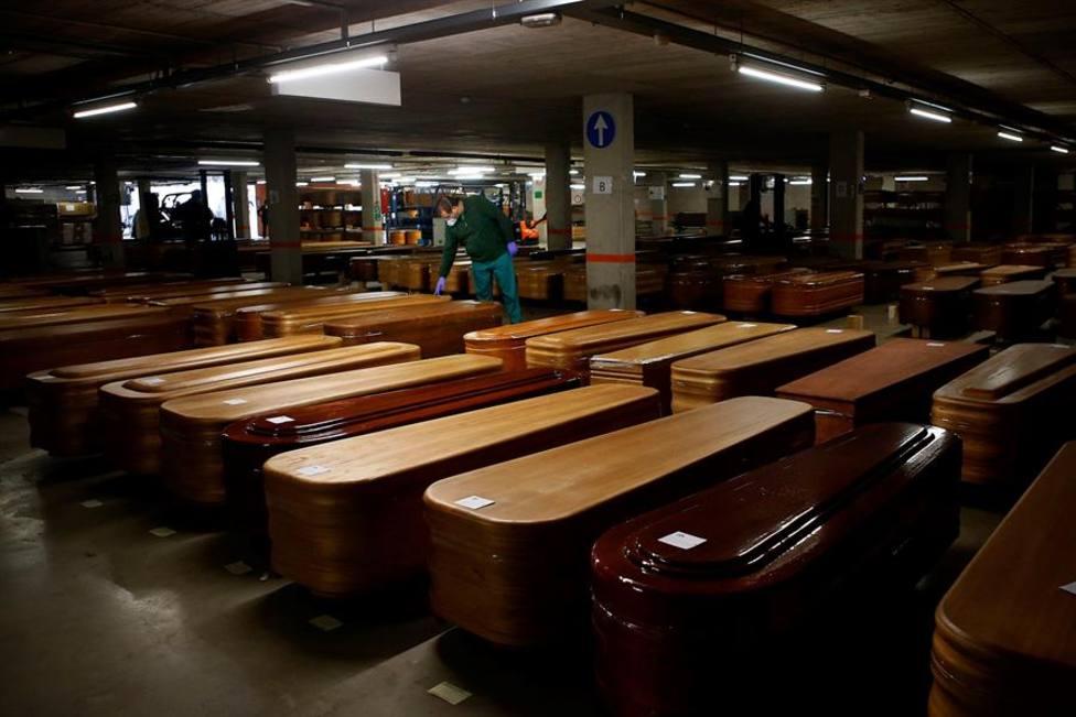 Barcelona reconvierte un aparcamiento en un depósito de fallecidos