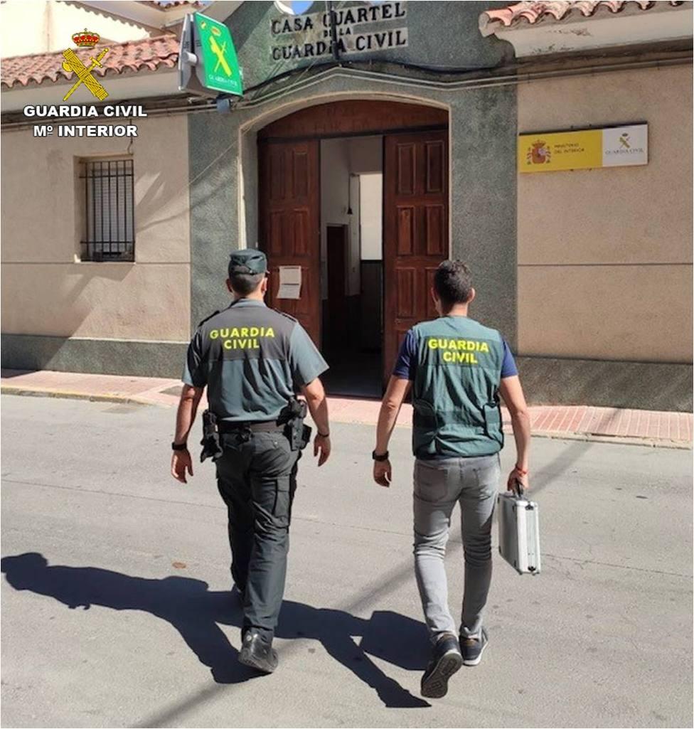 Guardia Civil en Callosa tras la inspección ocular (Guardia Civil)
