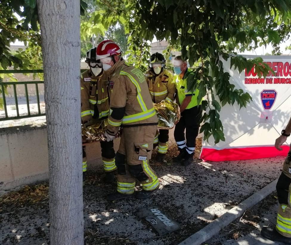 Herido un hombre tras chocar con la mediana el coche en el que viajaba y saltar el airbag en Lorca