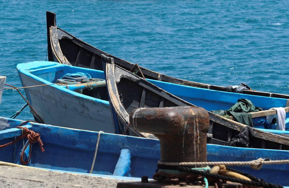 Pateras y cayucos en el puerto de Arguineguín (Gran Canaria)