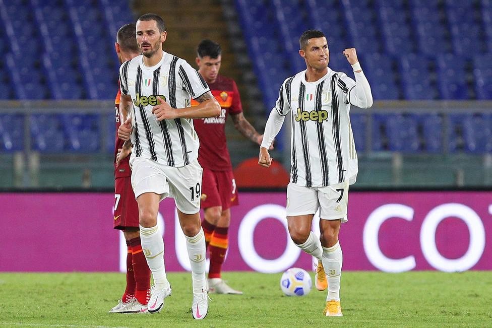 Cristiano, suma y sigue marcando un doblete a la Roma (EFE)