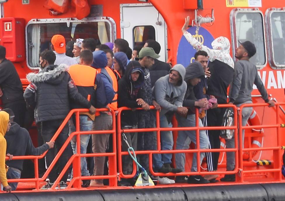 ¿Quién está detrás de la incesante llegada de emigrantes a Canarias?