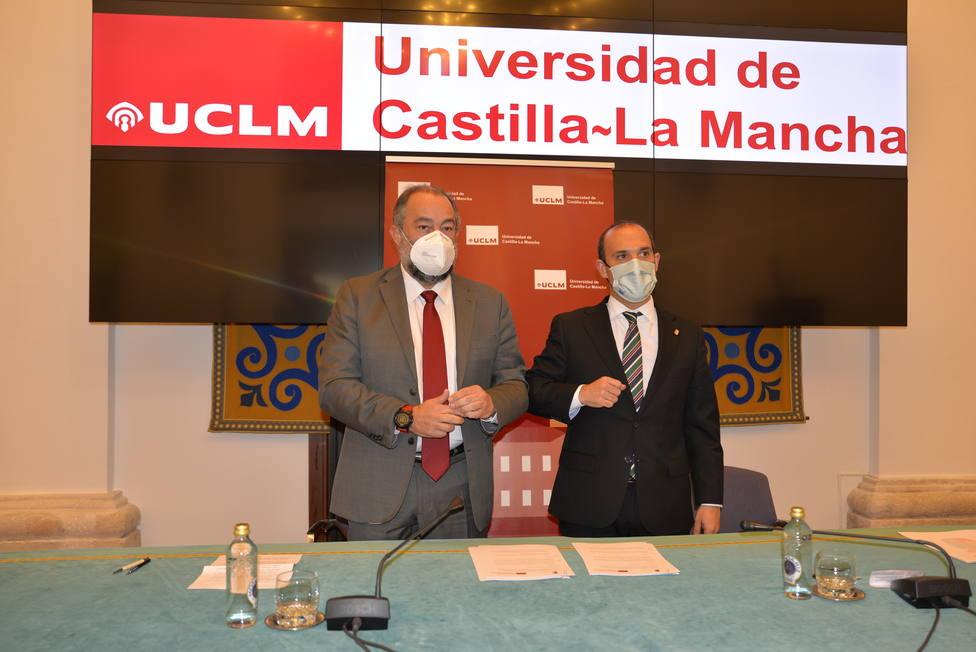 Julián Garde y Pablo Bellido rubrican los dos acuerdos que unen a ambas instituciones desde hace 25 años