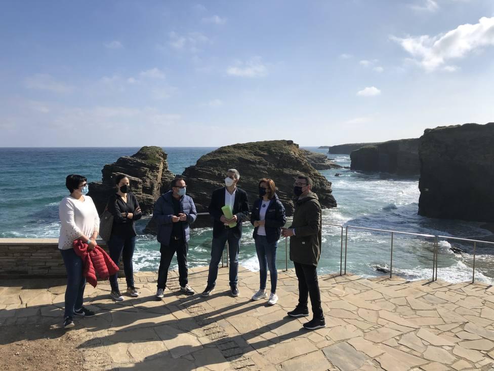La conselleira de Medio Ambiente visitó la Praia das Catedrais