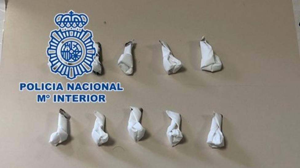Detienen a un hombre en Motril con 22 papelinas de cocaína dentro del calcetín