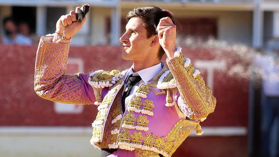 Sergio Rodríguez con las dos orejas cortadas este sábado en Medina del Campo