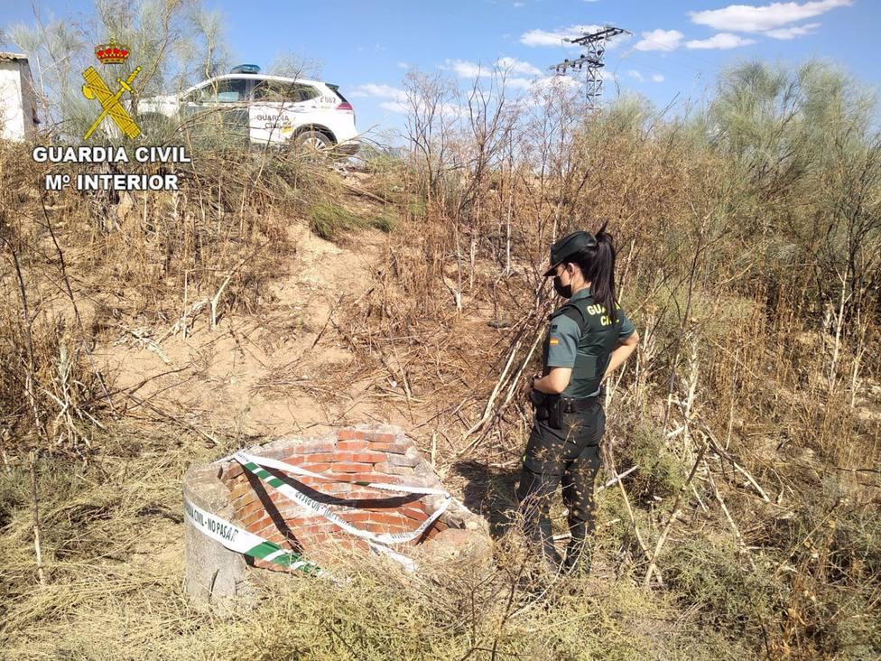 Sucesos.- La Guardia Civil auxilia a un hombre que se lanzó a un pozo para rescatar a su perro en Olías del Rey