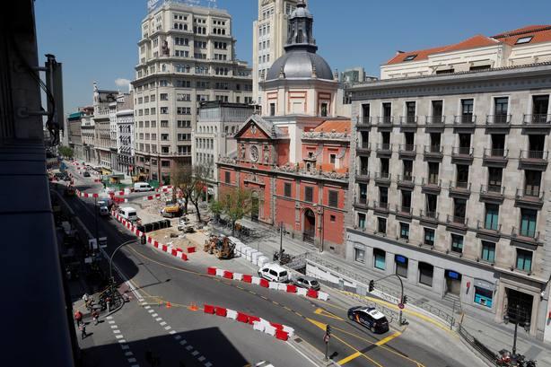 Cortada y desalojada la calle Alcalá por un escape de gas