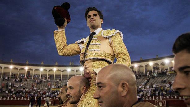 Rubén Pinar en su salida a hombros en la última Feria de Albacete