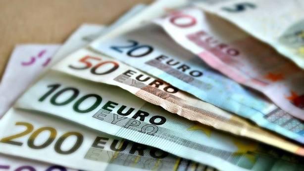 La incertidumbre económica aumenta en noviembre por los cambios en el precio de petróleo y divisa, según IESE