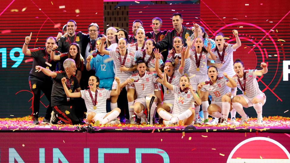 05dc8f934 La selección femenina de fútbol sala celebra el Europeo en Gondomar. EFE