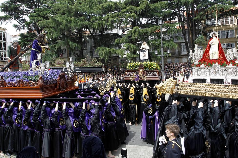 Miles de personas presenciarón en Amboage el Santo Encuentro - FOTO: Efe / Kiko Delgado