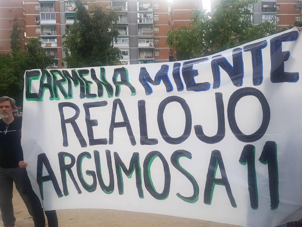 Una decena de activistas antidesahucios tratan de reventar el acto electoral de Carmena y Errejón