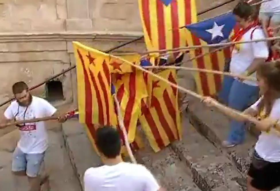 IB3, la televisión pública de Baleares, comparte un vídeo repleto de esteladas en las fiestas de San Agustín