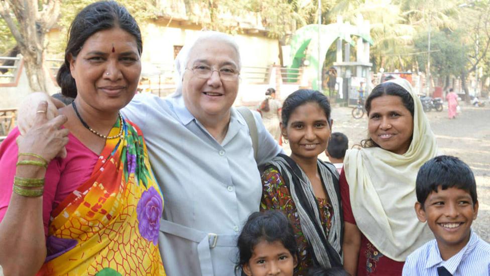 La misionera española que acoge a niñas en uno de los barrios más pobres del mundo en Mumbai