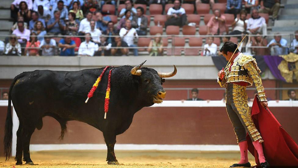 Diego Urdiales durante su faena de muleta en Logroño al toro Basilico de Garcigrande