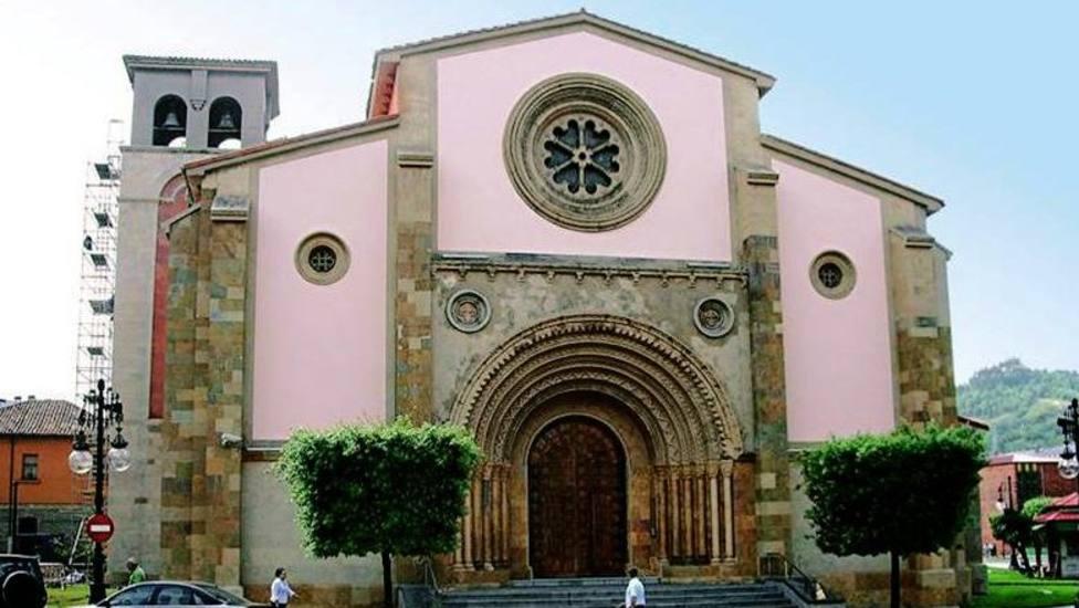 Profanan la iglesia de San Pedro de La Felguera y prenden fuego al altar