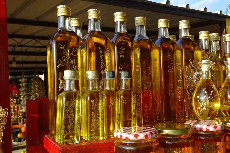 Botellas de aceite de oiiva en el supermercado