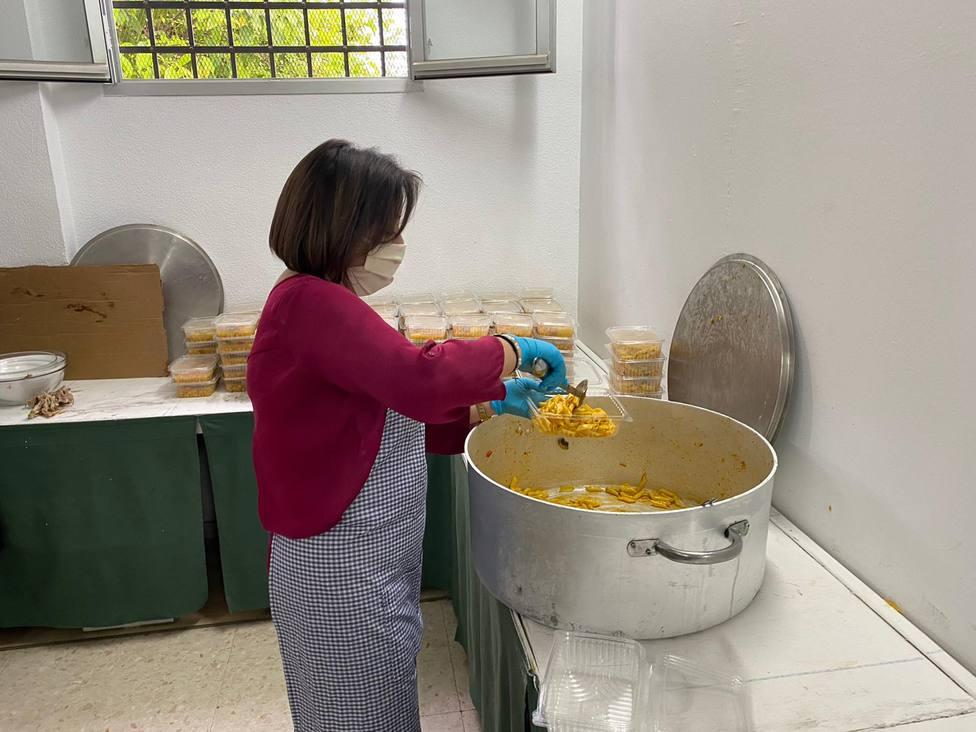 Cáritas de Córdoba elabora más de 2.000 comidas semanales destinadas a familias de los barrios más vulnerables