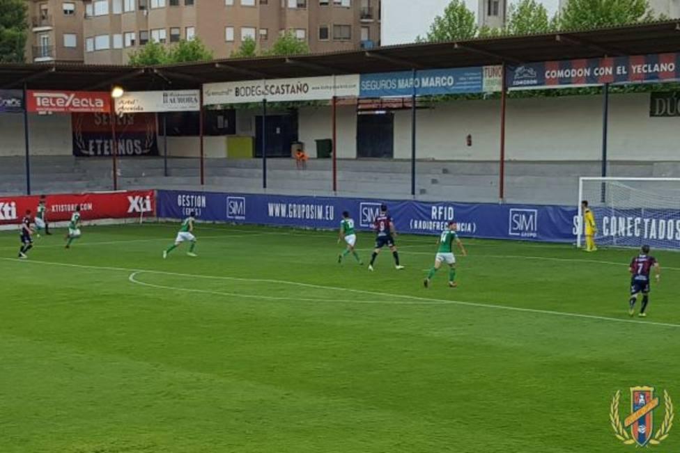 El Yeclano cierra su preparación de amistosos con triunfo por 2-1 ante el Toledo