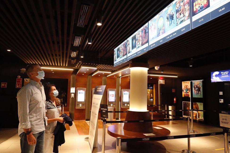 Los Reyes acuden este sábado por la noche a un cine de Madrid en apoyo al sector cinematográfico
