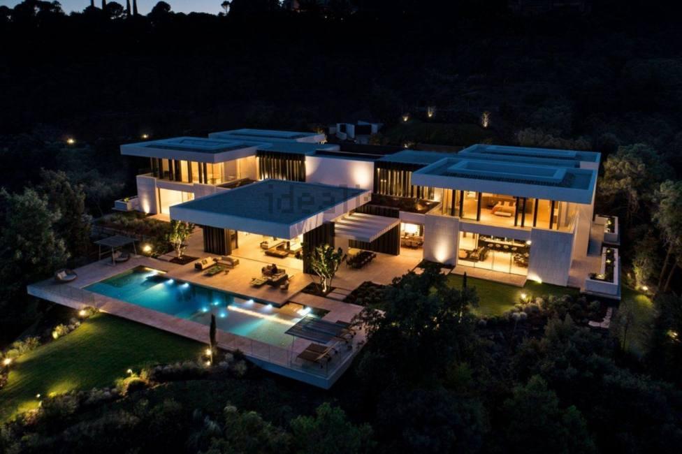 Diez habitaciones, catorce baños y dos piscinas: así es la casa más cara de España que está en Benahavís