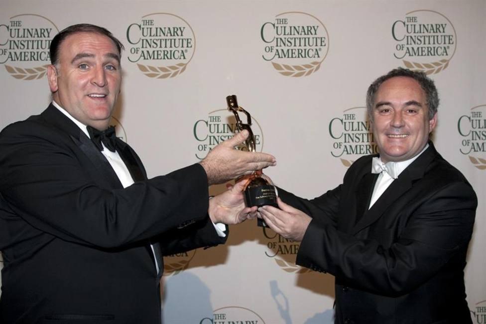 José Andrés y Ferrán Adriá dos de los galardonados de este año en una imagen de archivo