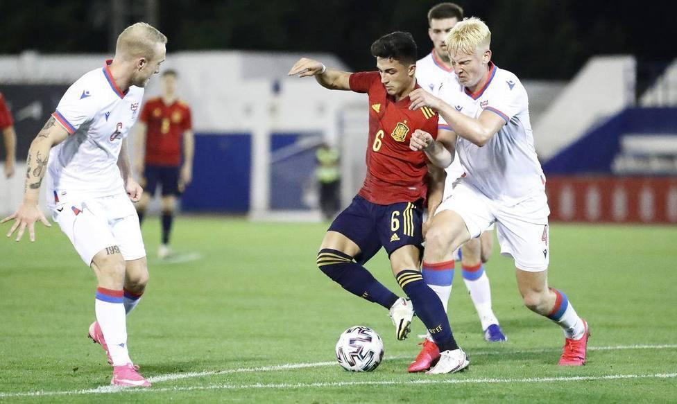 Edmundsson, titular con su selección en la derrota contra España