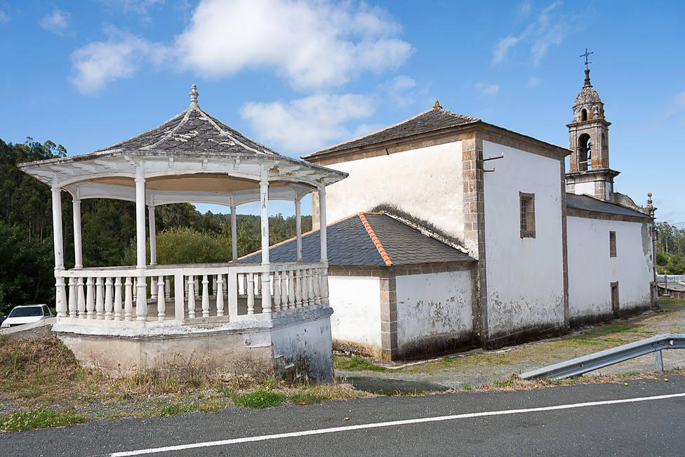 Palco de la música situado al lado de la Iglesia de San Pelayo de Ferreira, en San Sadurniño