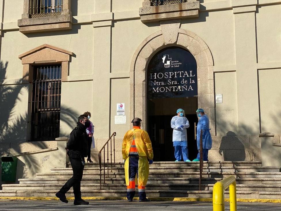 El hospital Virgen de la Montaña ha recibido hoy a sus primeros pacientes de coronavirus.