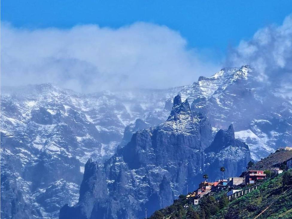 La estampa insólita de la nieve en Canarias
