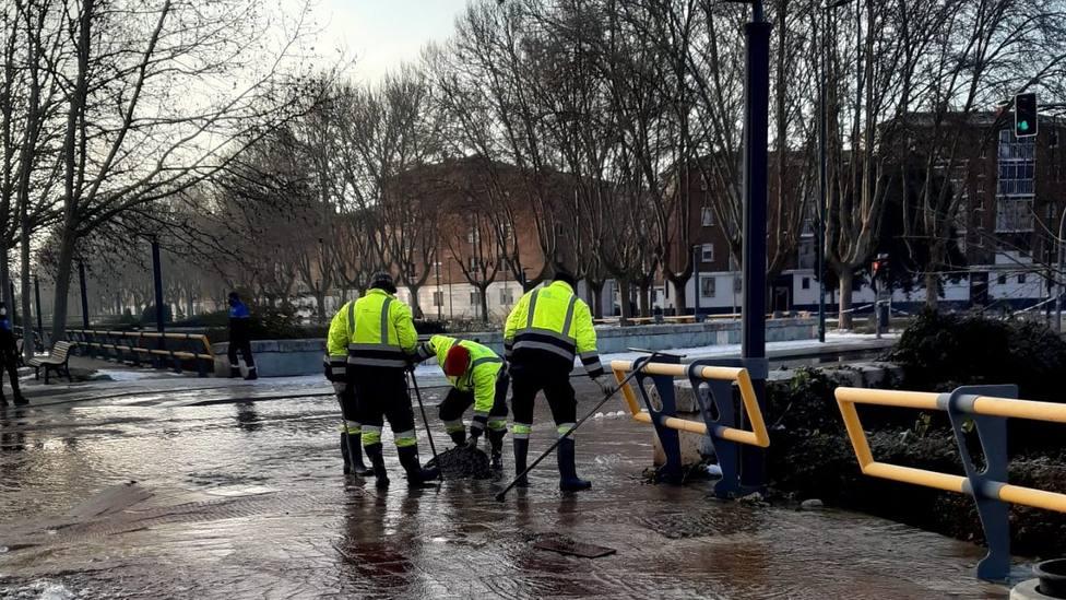 Un nuevo reventón, esta vez en la Avenida de Santander, obliga a cortar el tráfico