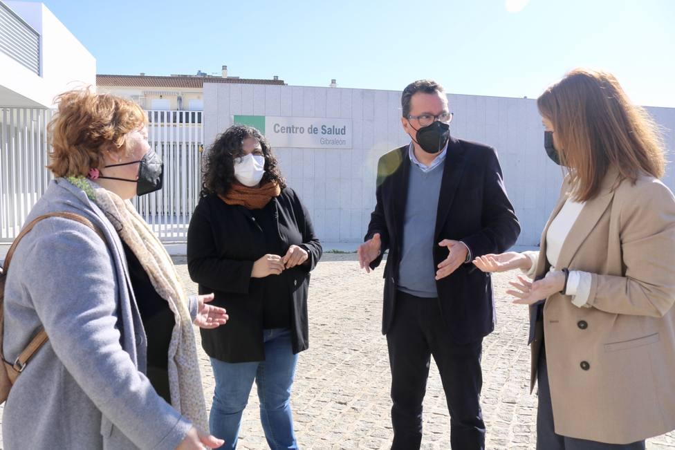 Manuel Andrés González en el nuevo centro de salud de Gibraleón