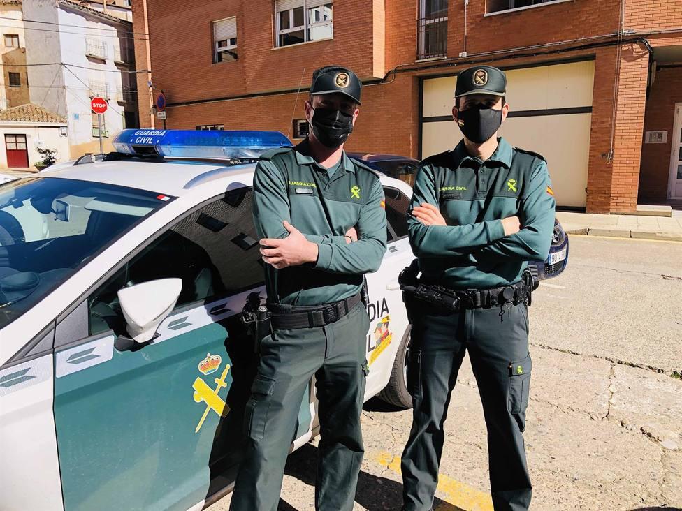 Dos agentes de la Guardia Civil salvan la vida a un vecino de La Rioja inconsciente: Seis minutos cruciales