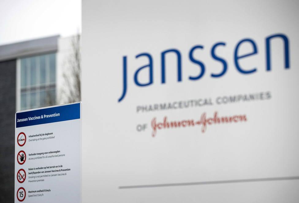 Francia no espera la valoración de la EMA y mantiene sus planes para administrar la vacuna de Janssen