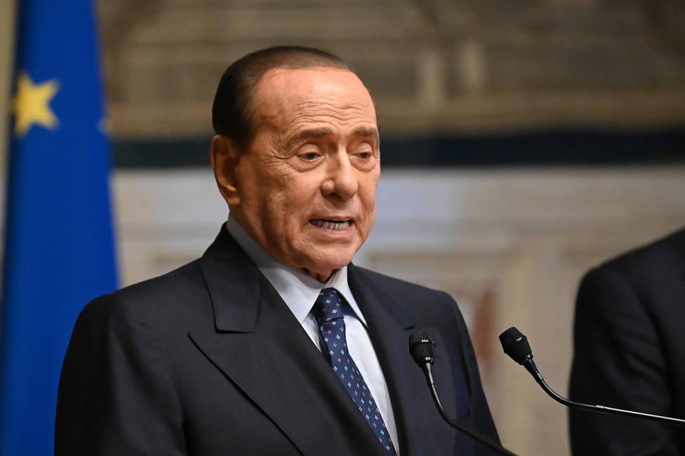Berlusconi recibe de nuevo el alta tras permanecer cuatro días hospitalizado por secuelas COVID