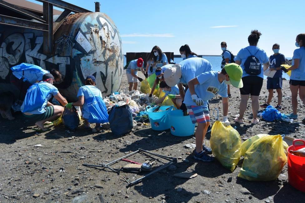 Voluntarios de ANSE recogen 500 kilos de residuos en la Caleta del Estacio (La Manga)