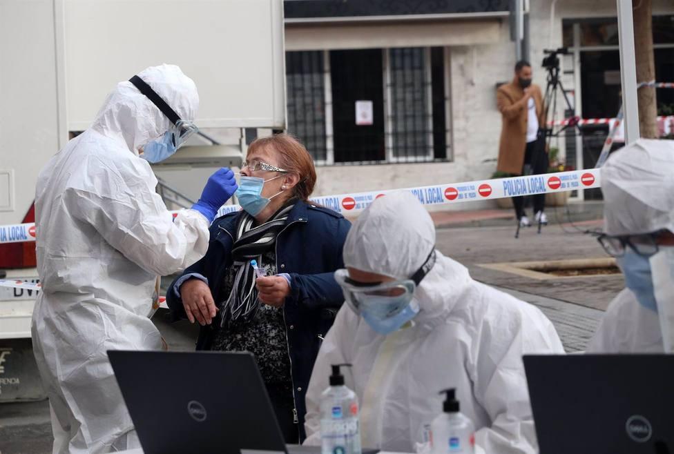 Baja el nivel de alerta sanitaria por coronavirus y no se cierran municipios en Sevilla