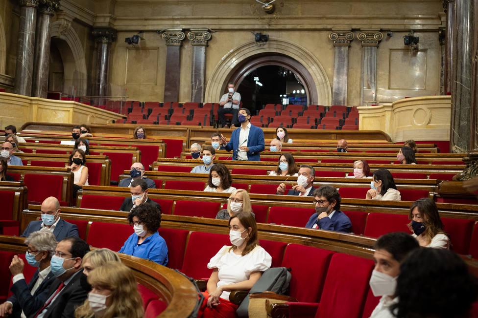 El Parlament avala el fondo del Govern con la abstención de los comunes y el PSC