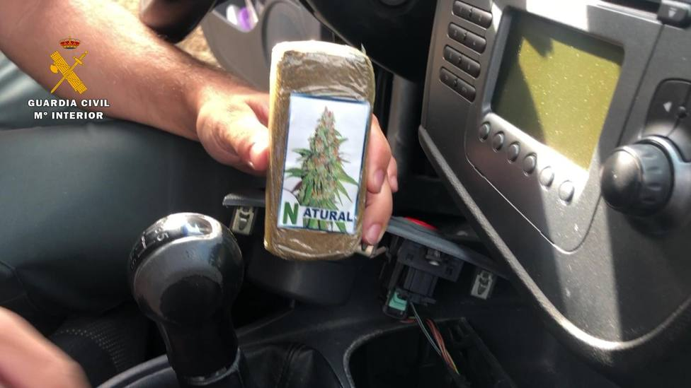 Detenido en Lardero (La Rioja) con 100 gramos de polen de hachís ocultos en la caja de cambios su vehículo