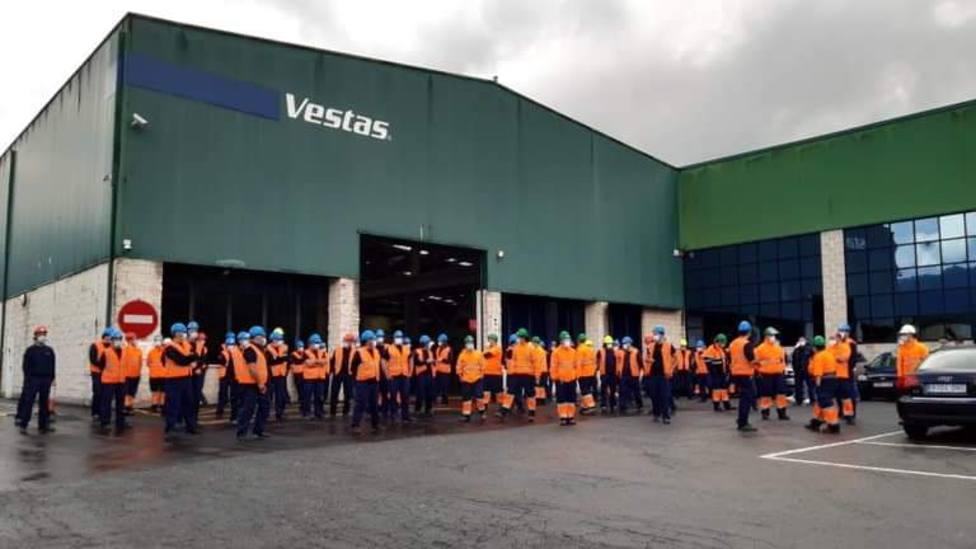 La plantilla de Vestas concentrada a las puertas de la fábrica
