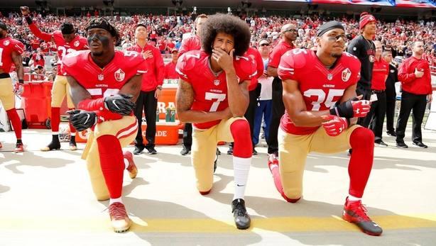 Nike ficha a un exjugador de la NFL símbolo antirracista y sus acciones caen
