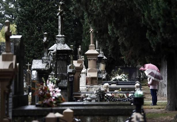 El cementerio de Pamplona en la jornada previa al Día de Todos los Santos