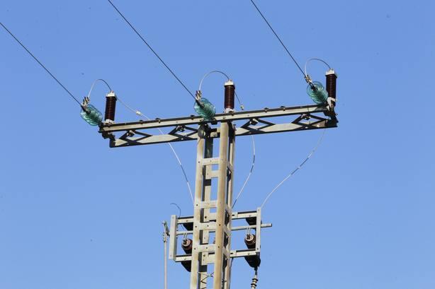 Las grandes eléctricas consideran que la retribución para las redes que propone la CNMC es insuficiente